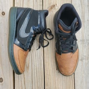 Nike High top Leather trainer shoes size 10.5